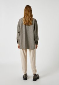 PULL&BEAR - Button-down blouse - mottled black - 2
