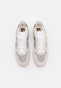 Veja - V-10 - Sneakers basse - snow/black - 3
