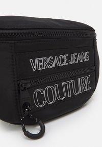 Versace Jeans Couture - UNISEX - Riñonera - black - 7