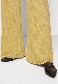 M Missoni - PANTALONE - Trousers - gold - 4