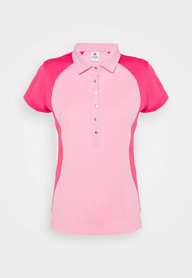 ZENIA CAP  - Polo shirt - lipstick