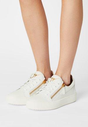TOP - Baskets basses - birel/vague bianco