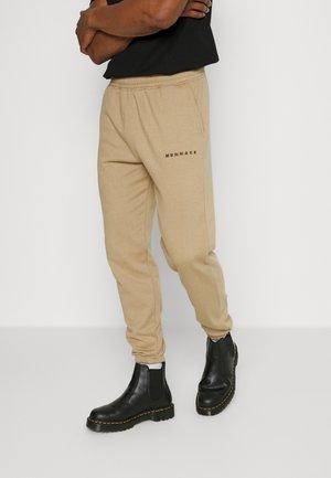 ESSENTIAL REGULAR JOGGER - Spodnie treningowe - light brown