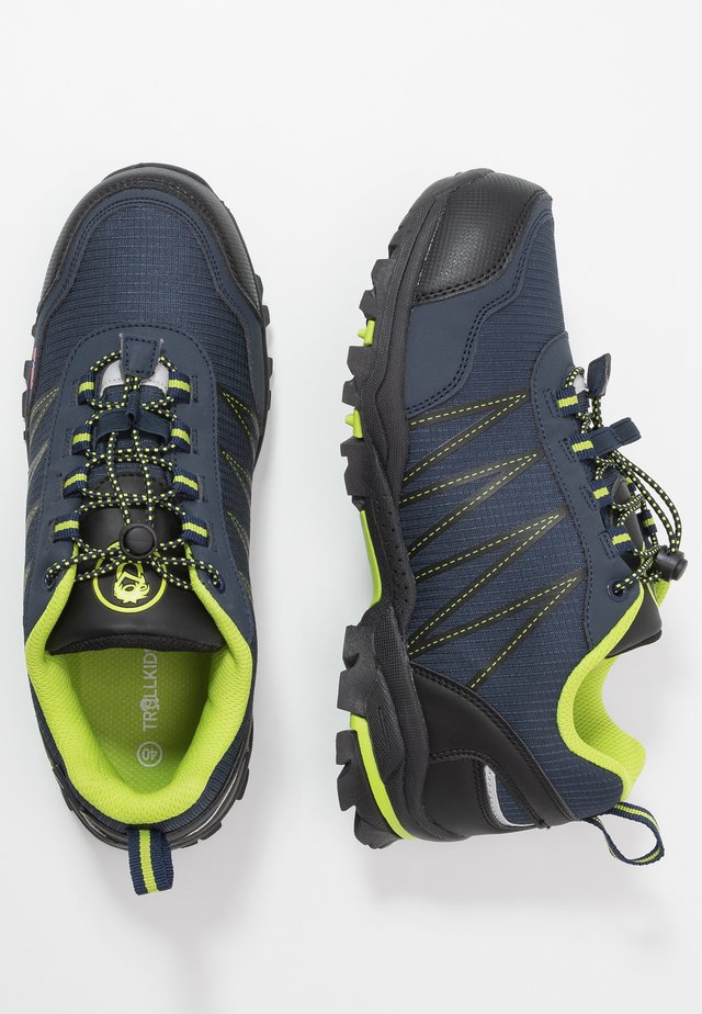 KIDS TROLLTUNGA LOW - Zapatillas de senderismo - navy/viper green