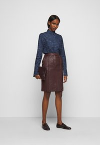 Victoria Victoria Beckham - WORD SEARCH CLASSIC - Koszula - dark blue - 1