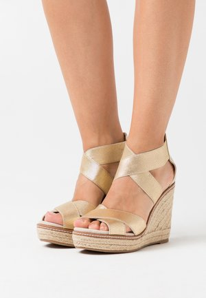 ECO REEL WEDGE - Sandalias de tacón - gold