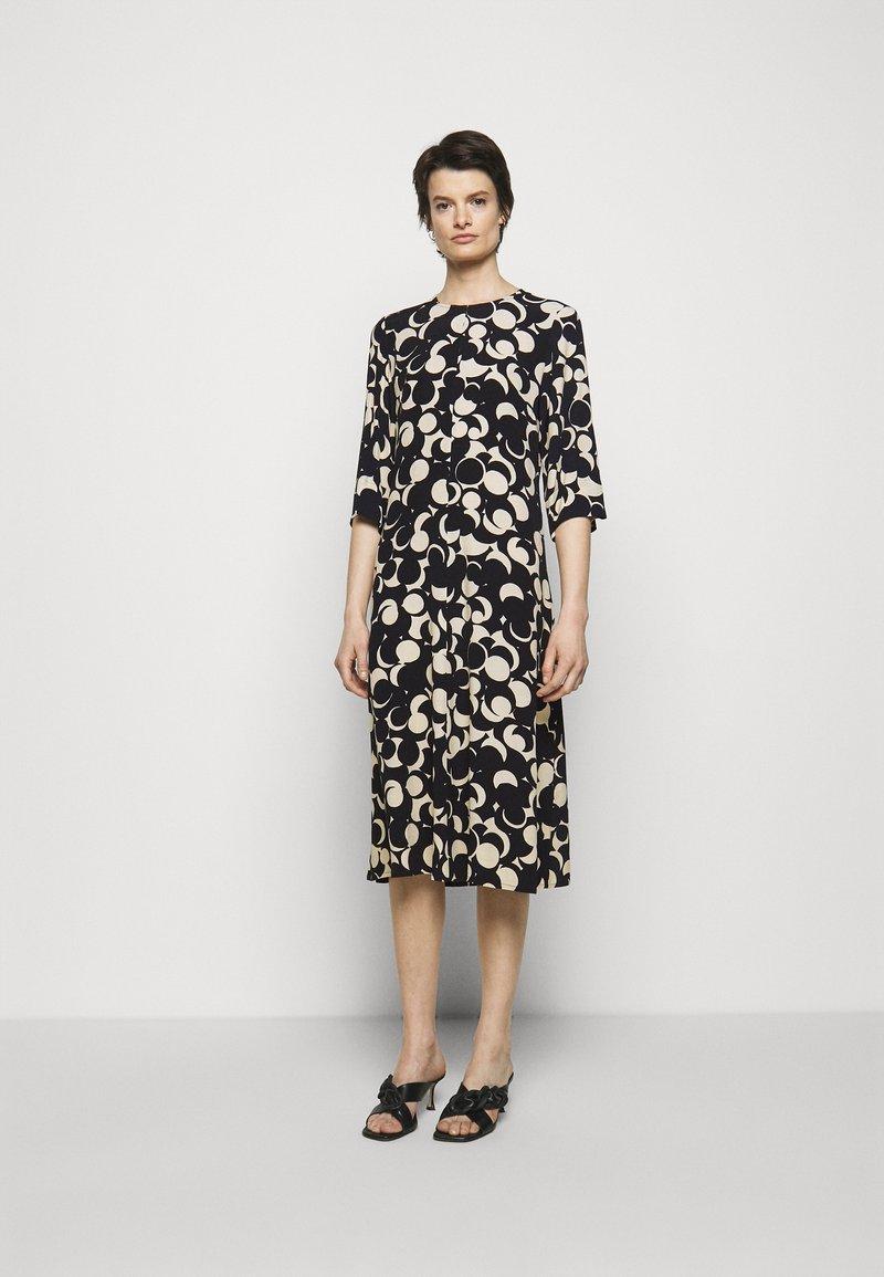 Marimekko - PEILAUS MURIKAT DRESS - Denní šaty - black/beige