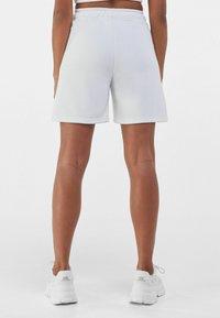 Bershka - Shorts - nude - 2