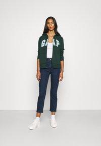 GAP - CIGARETTE RYDALE - Slim fit jeans - dark indigo - 1