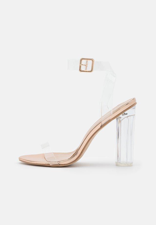 SIM - Sandaalit nilkkaremmillä - clear