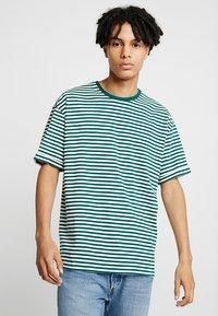 KIOMI - T-shirts print - white/dark green - 0