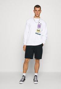 HUF - EASY - Shorts - black - 1