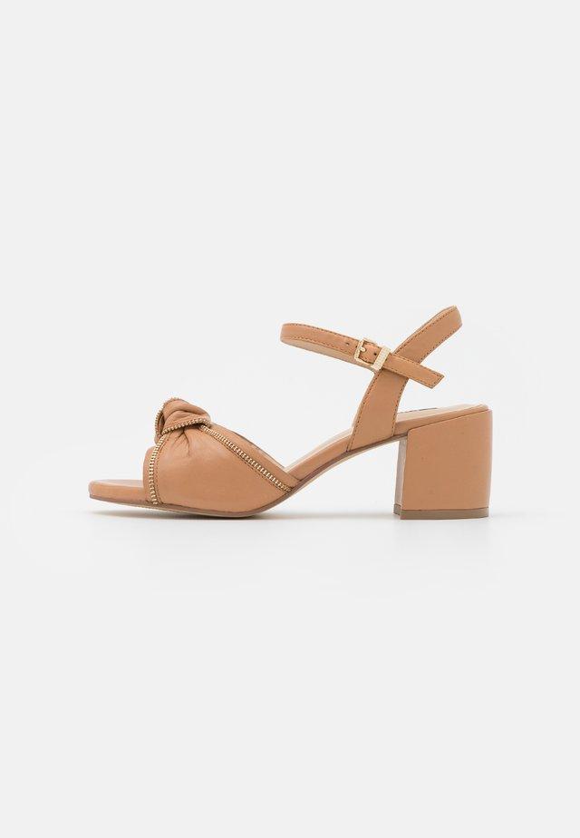 BOW  - Sandały - beige