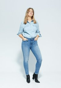 Violeta by Mango - IRENE - Relaxed fit jeans - mittelblau - 1