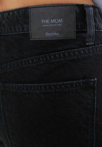 Bershka - MOM FIT JEANS - Jeans baggy - black - 4
