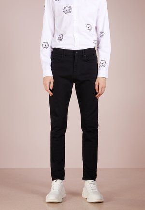 MISMATCHED STRUMMER - Slim fit jeans - darkest black