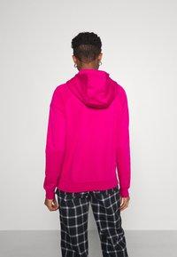 Nike Sportswear - HOODIE - Sweat à capuche - fireberry/white - 2