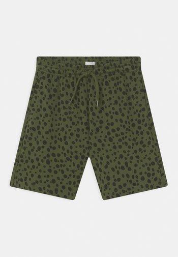 SHORTS - Shorts - green