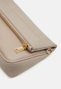 Zign - LEATHER - Across body bag - taupe - 3