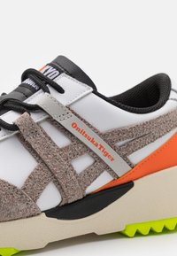 Onitsuka Tiger - DELEGATION EX UNISEX - Trainers - white/oyster grey - 5