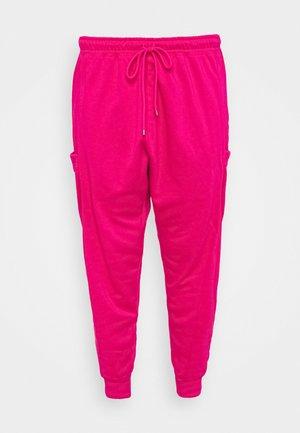 W NSW AIR PANT  - Teplákové kalhoty - fireberry/white
