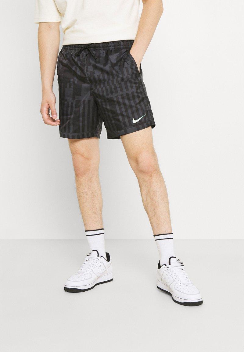 Nike Sportswear - ZIGZAG FLOW - Shorts - black
