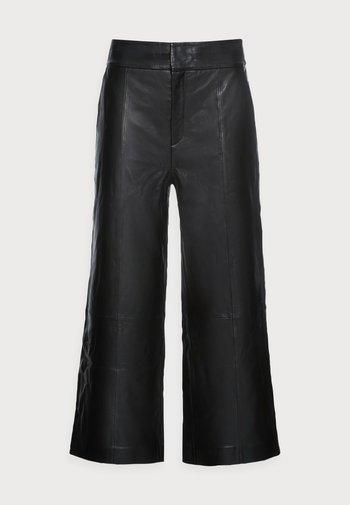 KARLEEN CULOTTE PANT - Leren broek - black