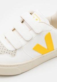 Veja - SMALL V10 UNISEX - Trainers - white/tonic - 5
