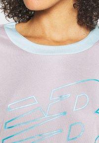 New Balance - ACHIEVER GRAPHIC  - T-shirt med print - logwood - 5