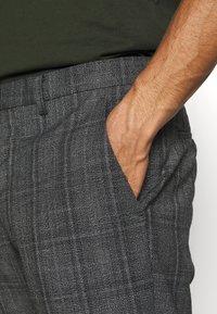 AllSaints - BENNETT TROUSER - Trousers - grey marl - 4