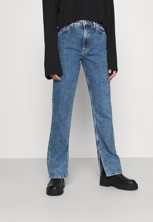 ELSIE SLIT TROUSERS - Jeans Straight Leg - thrift blue