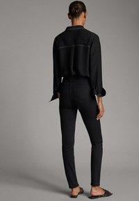 Massimo Dutti - MIT HOHEM BUND - Slim fit jeans - black - 2