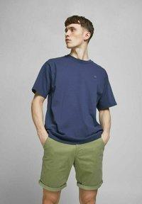 Jack & Jones - Shorts - deep lichen green - 0