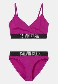Calvin Klein Swimwear - CROSSOVER TRIANGLE SET - Bikini - purple - 0