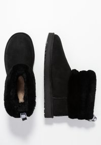 UGG - FLUFF MINI QUILTED - Classic ankle boots - black - 3