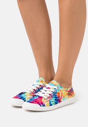 VEGAN VESPER - Sneakers basse - rainbow