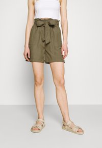 ONLY - ONLSMILLA VIVA LIFE LONG BELT  - Shorts - covert green - 0