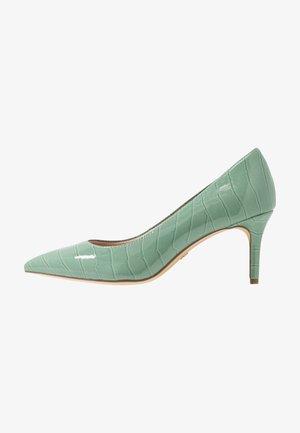 Classic heels - sage