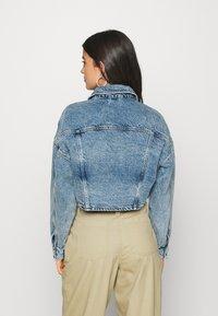 Topshop - ACID CROP JACKET - Denim jacket - bleach stone - 2