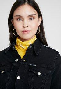 Calvin Klein Jeans - FOUNDATION TRUCKER - Džínová bunda - horizon grey split - 3