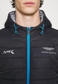 Hackett Aston Martin Racing - HYPA QUILT - Lehká bunda - black - 4