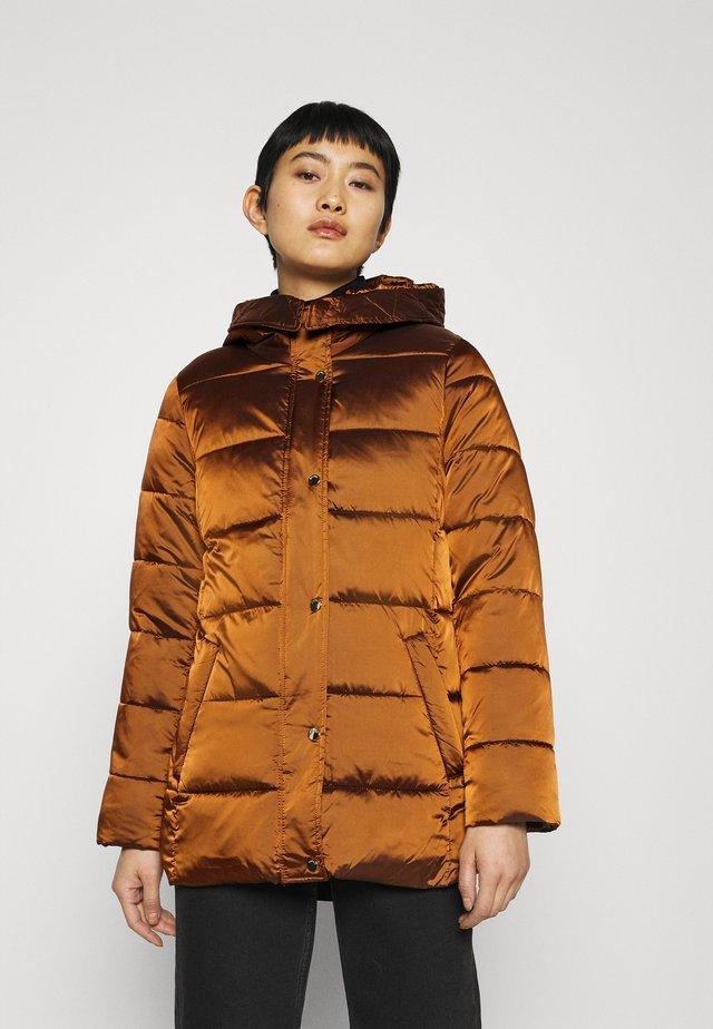 Abrigo de invierno - toffee