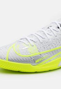 Nike Performance - MERCURIAL VAPOR 14 ACADEMY IC - Indoor football boots - white/black/metallic silver/volt - 5