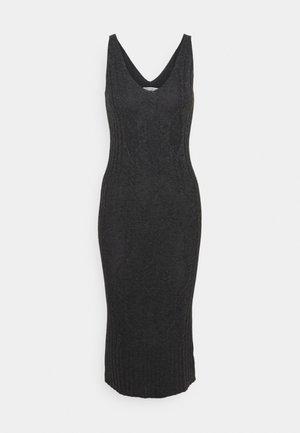 MAXI SLEEVELESS PATTERNED DRESS - Pletené šaty - graphite