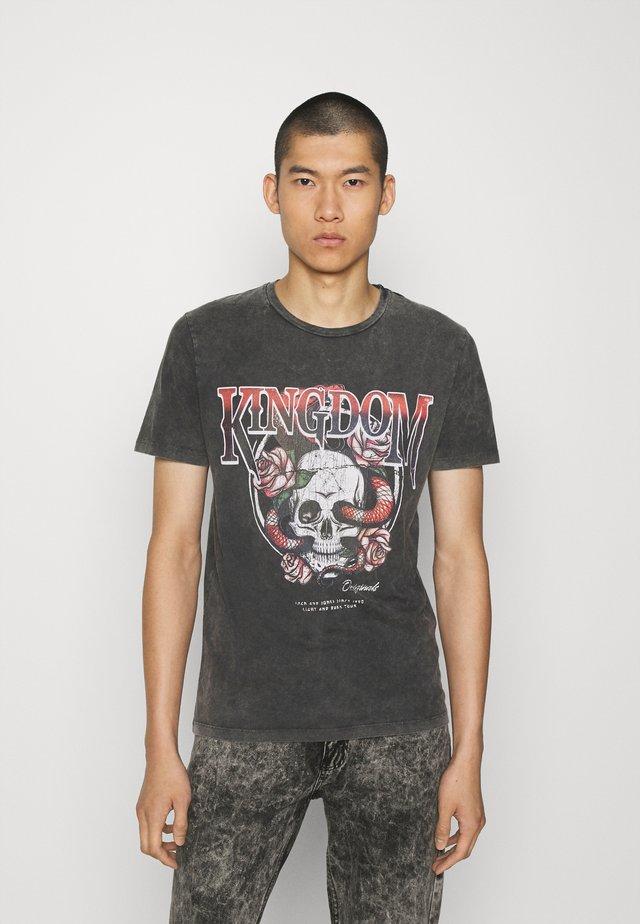 JORKINGDOM TEE CREW NECK - Print T-shirt - black
