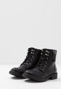 Steve Madden - JTENDER - Šněrovací kotníkové boty - black - 3