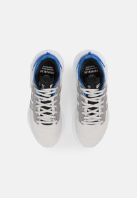 adidas Originals - GEODIVER PRIMEBLUE UNISEX - Trainers - grey one/white/core black - 3