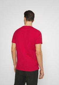 Lyle & Scott - PLAIN - Basic T-shirt - gala red - 2