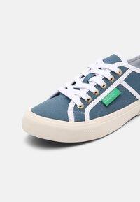 Benetton - TYKE PLUS - Sneakers basse - sky/white - 7