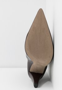 Topshop - VEGAN VILLA BOOT - High heeled ankle boots - burgundy - 6